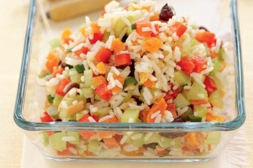 Японський салат з рисом і фруктами