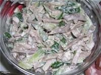 Мова яловичий з соусом із сардин