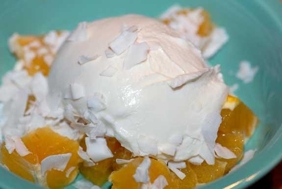 Йогурт з апельсинами і кокосом