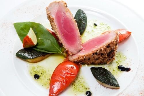 Як приготувати стейки з тунця: 4 смачні рецепти