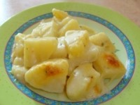 Картопля з молочним соусом