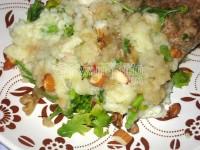 Картопляне пюре в гострому соусі з горіхами