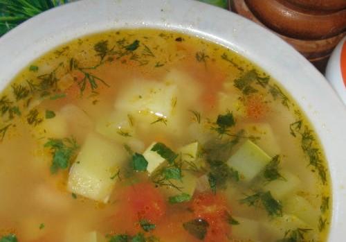 Картопляний суп з кабачками по-українськи