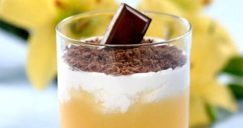 Кисіль з абрикосів з вершками і шоколадом