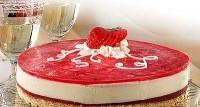 Полунично-йогуртовий торт