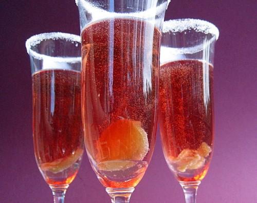 Коктейль з персиком, імбиром і шампанським