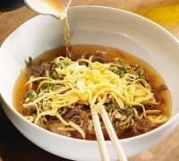 Корейський суп з локшиною та яловичиною «Кукси»