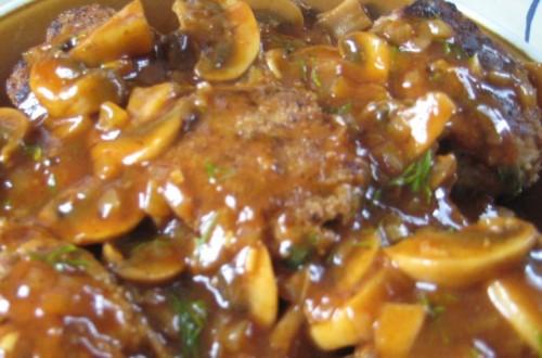 Котлети з яловичини з соусом «chasseur»