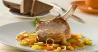 Котлети з свинини з овочевим гарніром