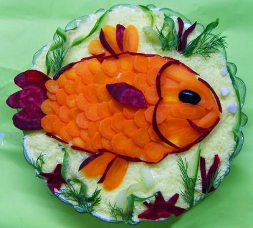 Красивий новорічний стіл: салати-рибки
