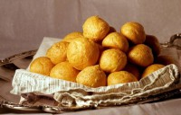 Крокети сирно-картопляні з гірчичним соусом і мигдалем