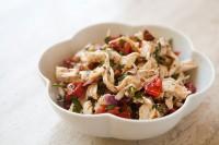 Курячий салат з мигдалем і солодким перцем
