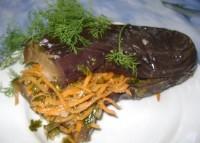 Квашені баклажани, фаршировані морквою та селерою