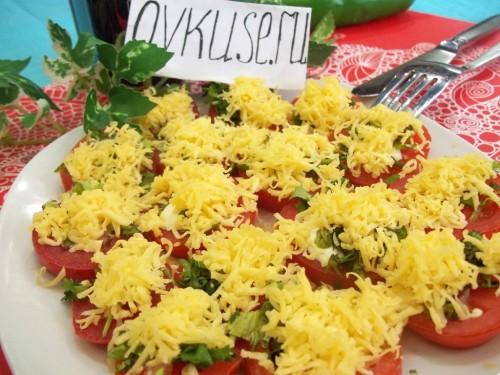Легка закуска - помідори під сиром