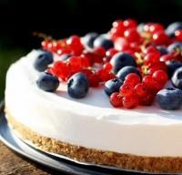 Легкий чізкейк з ягодами «Літній»