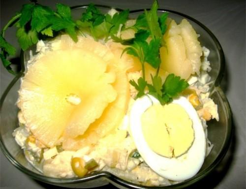 Легкий новорічний ананасовий салат