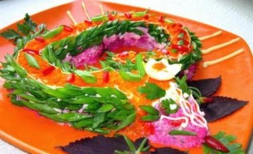 Легкий овочевий новорічний салат «Змія»