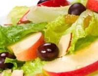 Легкий салат з гарячими яблуками