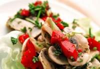Легкий салат із солодким перцем і грибами