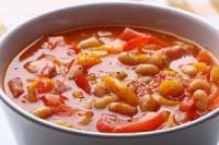 Легкий суп з квасолею і томатами