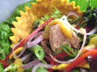 Легкий теплий салат з квасолею і тунцем