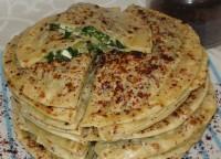 Коржі «Кутаби» з бринзою і зеленню