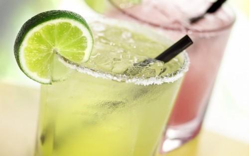 Літні освіжаючі коктейлі та напої