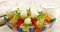 Літній салат з виноградом і кольоровий капустою
