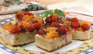 Малинове тістечко з горіхами
