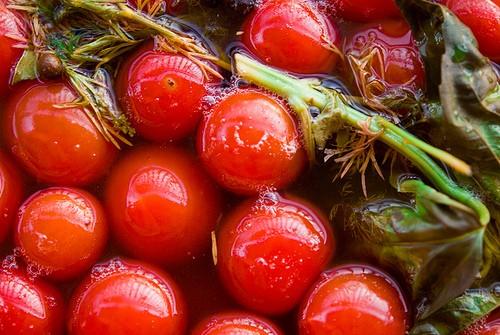 Мариновані помідори - класика заготовок