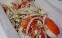 Мариновані помідори з цибулею