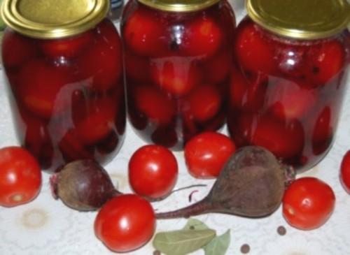 Мариновані з огірками і буряком помідори