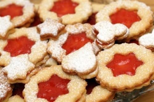 Мигдальне печиво з малиновим джемом, кардамоном і корицею