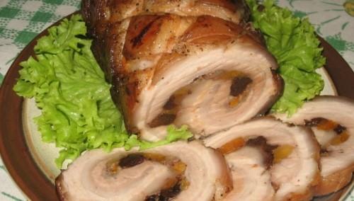 М'ясний рулет з сухофруктами і горіхами