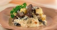 М'ясо з грибами в горщику