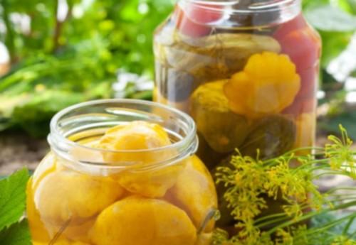 Мочені патисони з лимонником і яблуками