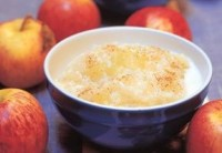 Молочна рисова каша з яблуком
