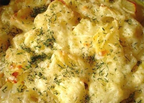Молочний картопля під сиром в мультиварці