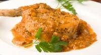 Натуральні свинячі котлети в томатному соусі
