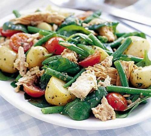 Незвичайні салати з молодою картоплею - рецепти приготування