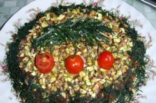 Новорічний салат з фісташками