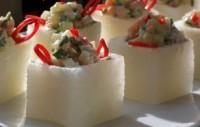 Новорічний салат з креветками і редисом