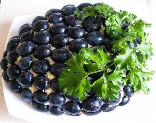 Новорічний салат з куркою «Гроно винограду»