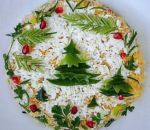 Новорічний салат з куркою «В лесу родилась елочка»