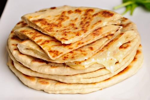Дуже швидкі хачапурі: 3 рецепта