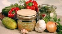 Огірки, консервовані з овочами