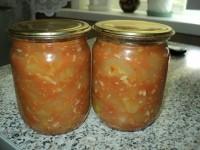 Огірки в помідорах