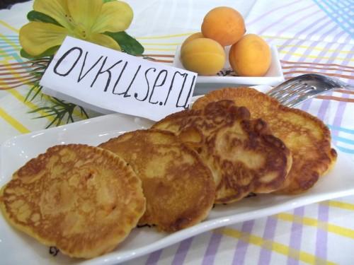 Оладки з абрикосами, рецепт приготування з фото