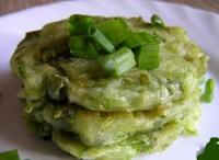 Оладки з кабачка з зеленою цибулею