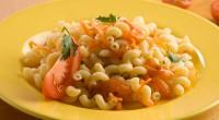 Відварені макарони з овочами